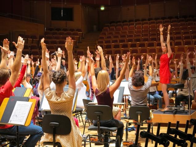 Rozgrzewka przed próbą I,Culture Orchestra, Filharmonia Pomorska w Grańsku 2013 (fot. rockyourcortex.com)